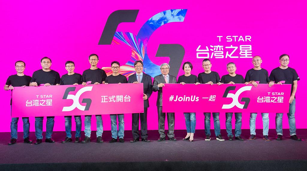 台灣之星今(4)日舉辦5G開台記者會,台灣之星 董事長 林清棠、台灣之星 總經理 賴弦五率領經營團隊上台歡慶5G正式啟動(圖由台灣之星提供)