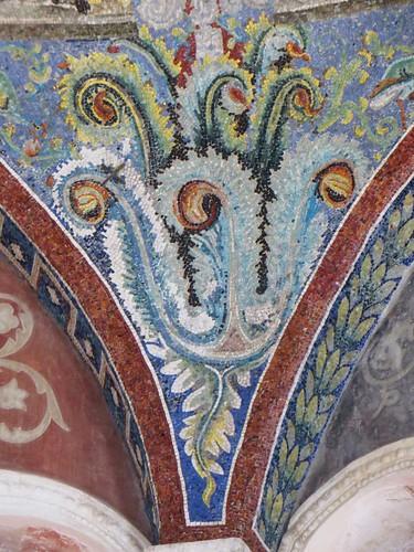Décor floral, baptistère des Orthodoxes ou de Néon, IVe-Ve siècles, Ravenne, Emilie-Romagne, Italie.
