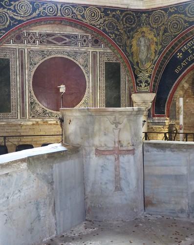 Cuve baptismale, baptistère des Orthodoxes ou de Néon, IVe-Ve siècles, Ravenne, Emilie-Romagne, Italie.
