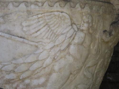 Un ange de marbre, baptistère des Orthodoxes ou de Néon, IVe-Ve siècles, Ravenne, Emilie-Romagne, Italie.