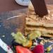 Deko vom Restaurant Q11 / Onze in Pollença auf Mallorca mit italienischem Tiramisu im Vordergrund