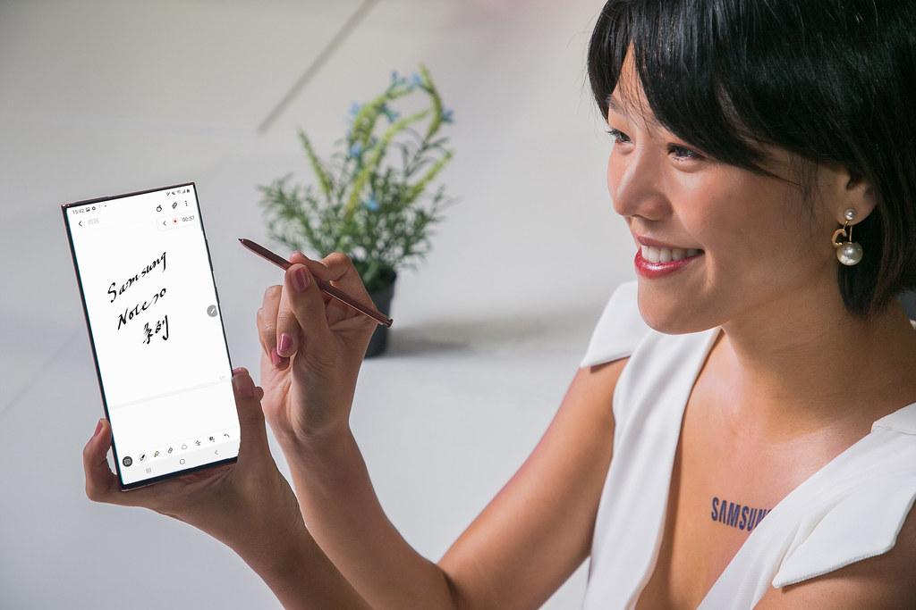 新聞照片4: Samsung Notes新增語音同步筆記功能,將錄製語音與抄寫筆記時間軌同步紀錄。