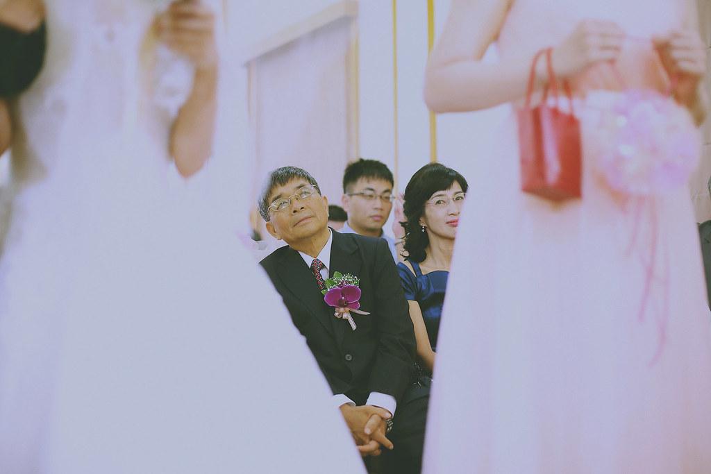 底片,婚禮攝影,苗栗,婚禮紀錄,竹南勝利堂,教會婚禮,基督徒,中華基督教信義會,黑白,溫度,情感