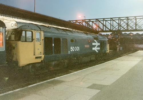 Class 50 001 'Dreadnought' waits to set off on the final part of its journey with the down 'Golden Hind'