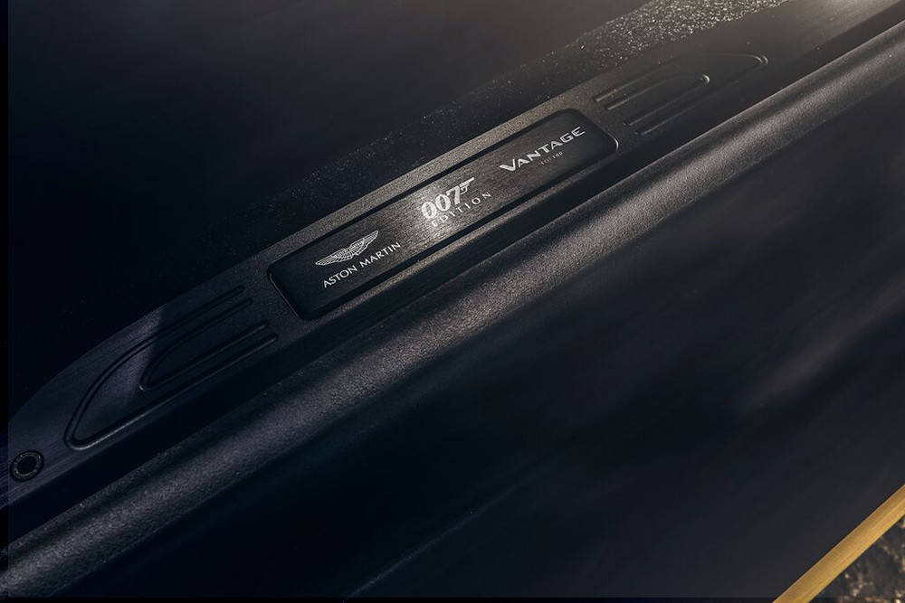 Aston Martin 200821-9