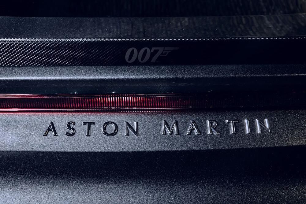 Aston Martin 200821-5