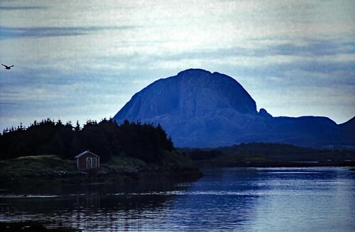 "Norwegen 1998 (676) Torghatten • <a style=""font-size:0.8em;"" href=""http://www.flickr.com/photos/69570948@N04/50270548217/"" target=""_blank"">View on Flickr</a>"