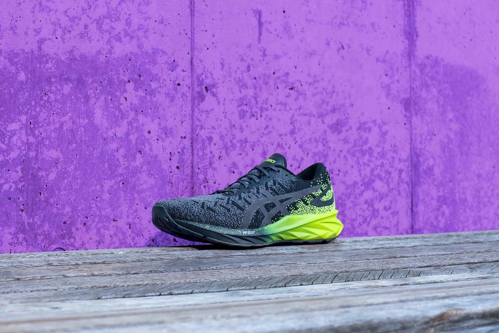 延續上半年成功推出的彈力系列跑鞋,ASICS亞瑟士再度推出同系列DYNABLAST