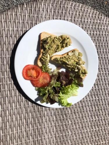 Toast advocado/tonijn