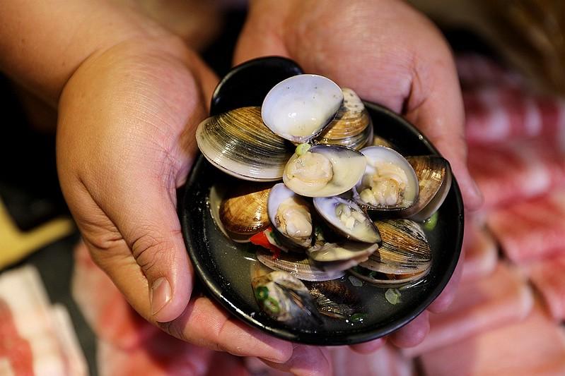 火鍋殿和牛戰車龍蝦頂級啤酒蛤蜊痛風火鍋鍋物台北東區吃到飽162