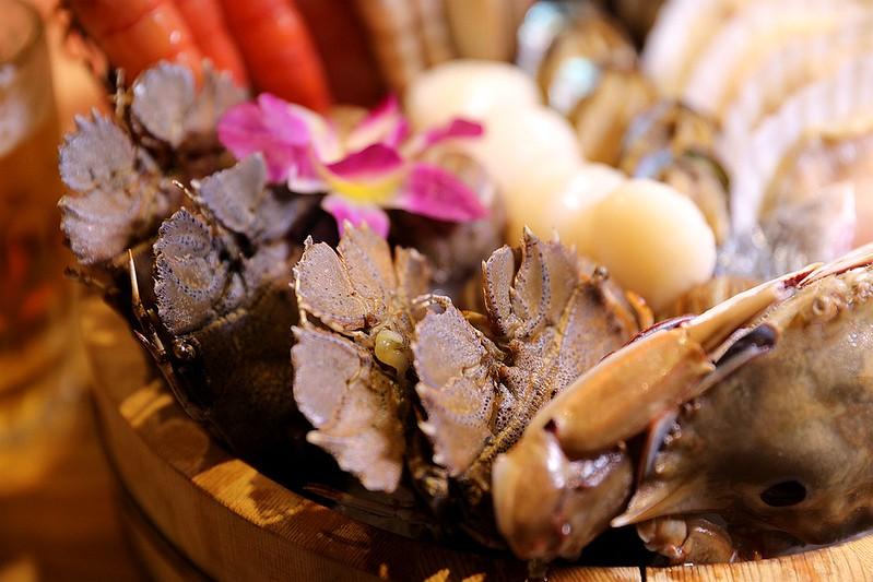 火鍋殿和牛戰車龍蝦頂級啤酒蛤蜊痛風火鍋鍋物台北東區吃到飽140