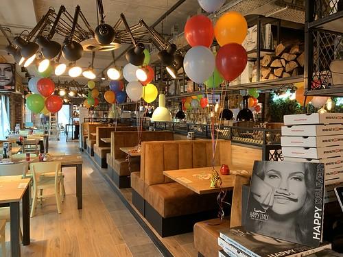 Tafeldecoratie 6ballonnen Opening Happy Italy Spijkenisse