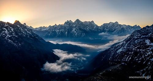 Kangtega (6782 m n.p.m.) i Thamserku (6623 m n.p.m.)