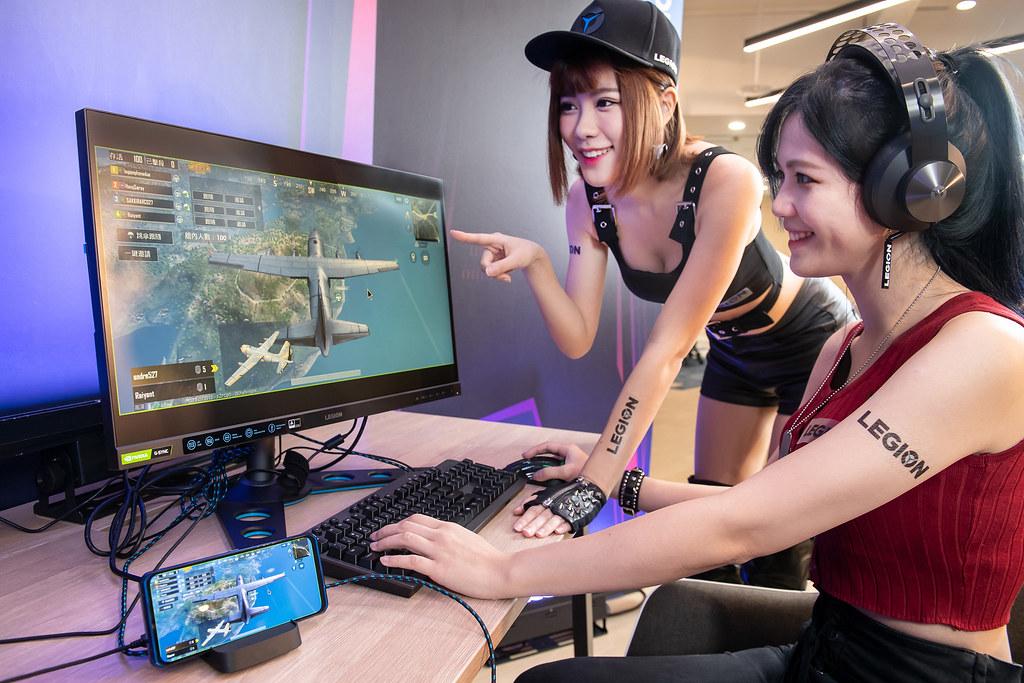 新聞照片06_ Lenovo Legion Phone Duel輕鬆連接螢幕、鍵盤、滑鼠與搖桿,打造無縫串連的電競生態圈