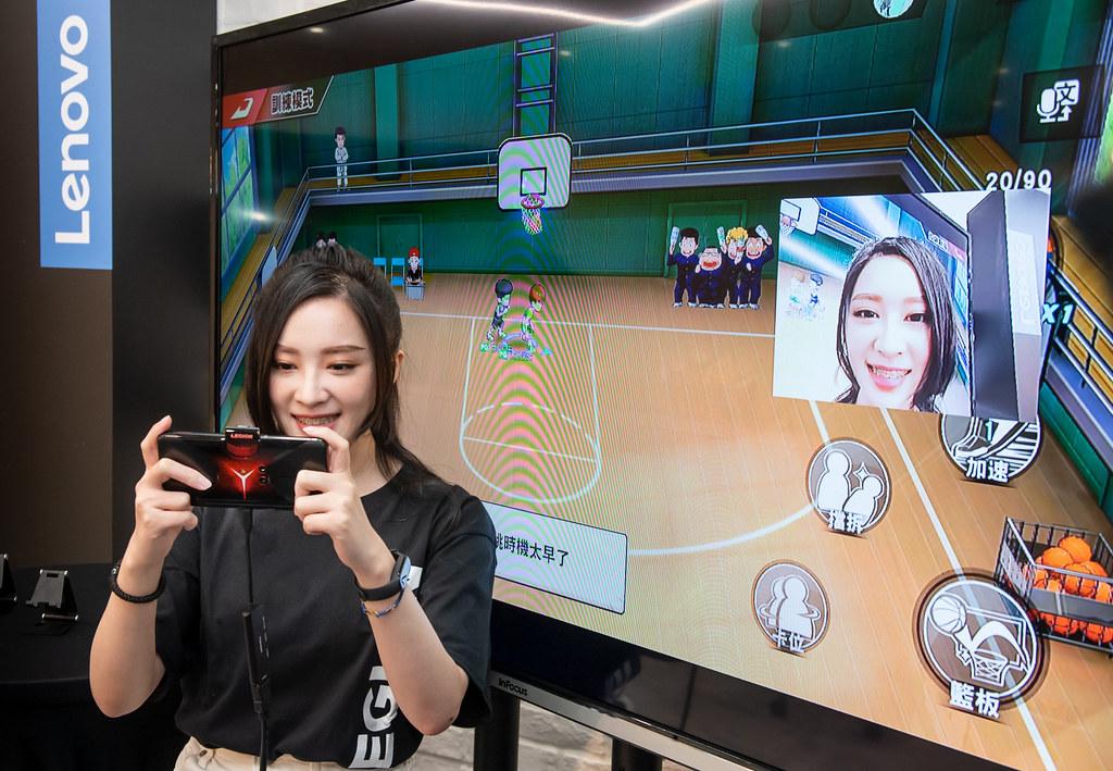 新聞照片02_實況主大魚好評大讚Legion Phone Duel讓玩家們只要一支手機就可隨時行動直播