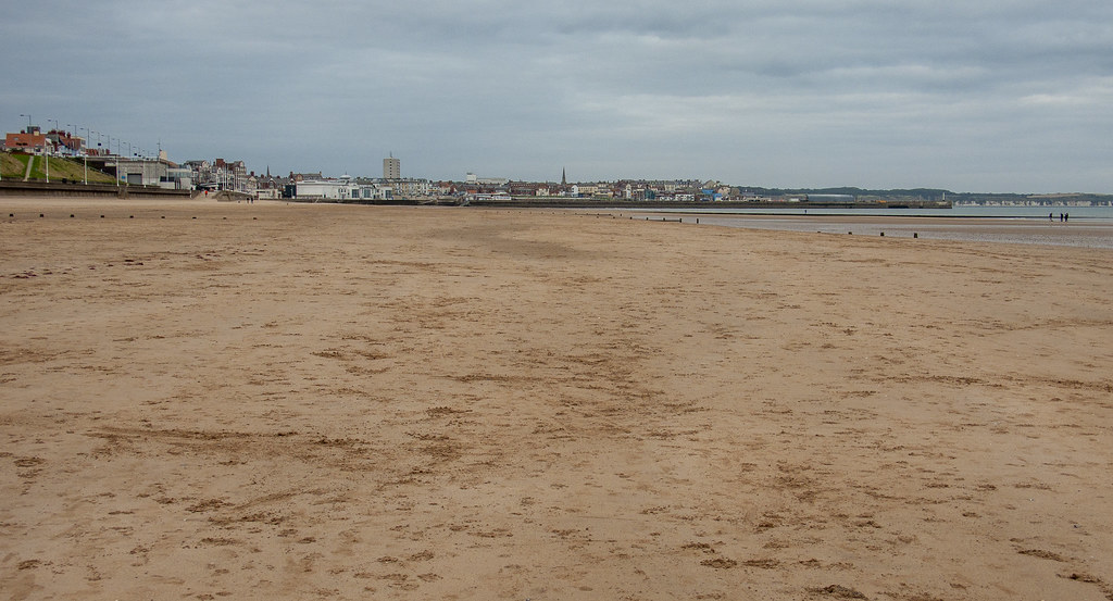 Bridlington_&_Flambrough_From_South_Beach