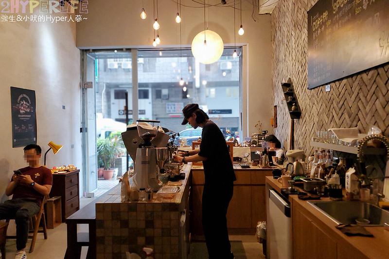 最新推播訊息:僻靜巷弄裡的低調咖啡館,一問之下竟然已經開5年,店內有型男老闆手作的造型逗趣陶藝品,咖啡和甜點表現都不錯喔!座位不多但很棒的小店👍