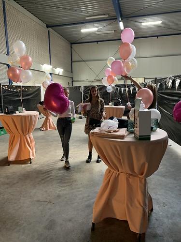 Tafeldecoratie 6ballonnen van der Pols Pernis Machineverhuur Rotterdam