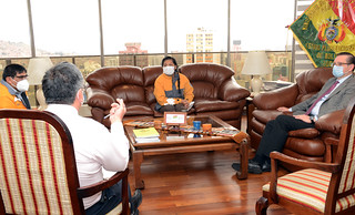 ALCALDESA CHAPETON SE REUNÓ CON EL MNISTRO DE  ECONOMIA Y FINANZAS PUBLICAS (3)