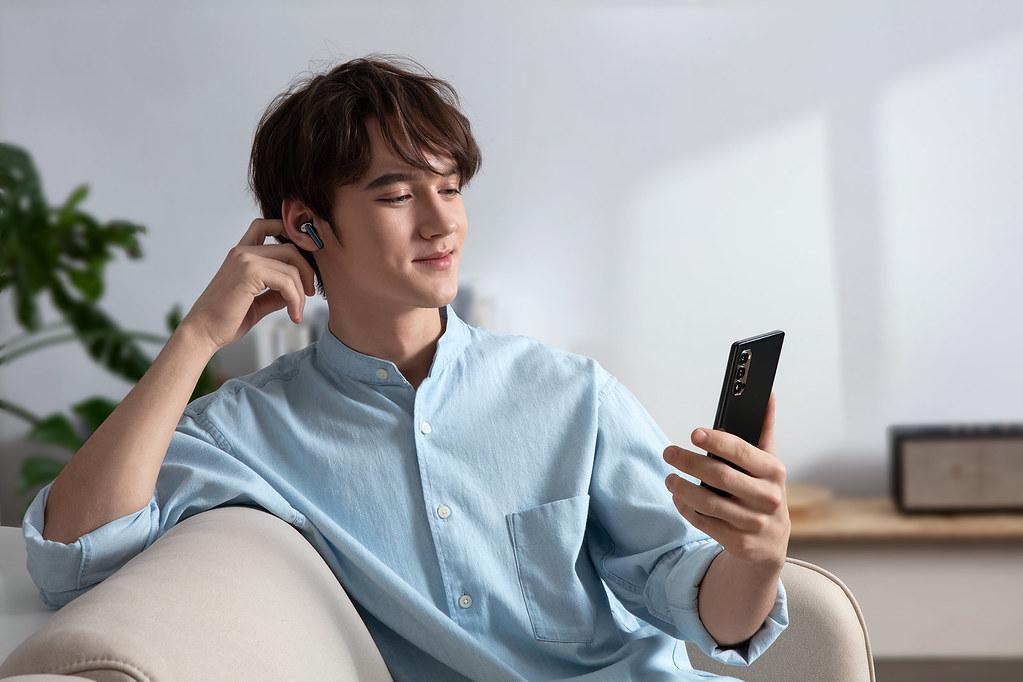 OPPO Enco W51耳機獨立續航時間最高可達4小時、搭配充電盒則可達24小時,讓你從早到晚享受好音樂。.5小時。