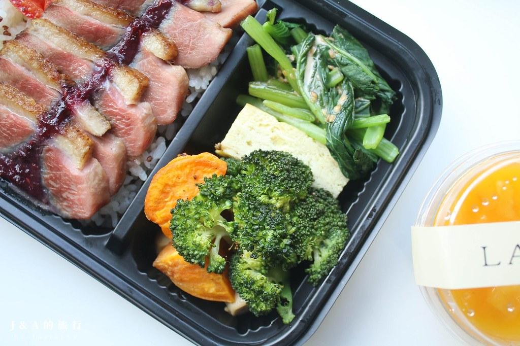 好評不斷!食材天然新鮮的歐風餐盒、法式甜點,愛爾蘭黑啤燉牛、法式櫻桃鴨胸不用花大錢就吃得到。The Label Co. @J&A的旅行