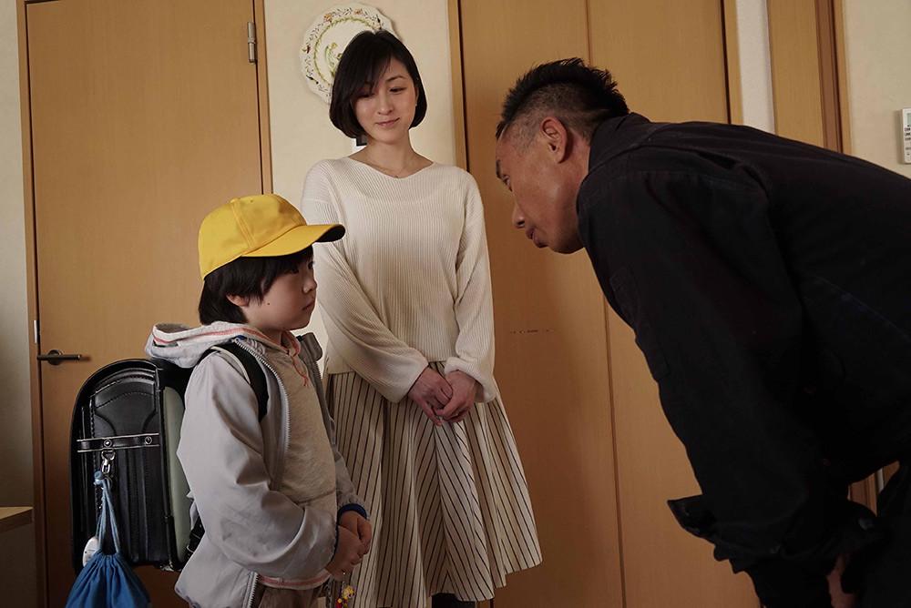 【太陽之家】劇照-回想與長渕剛(右)一起演戲的過程,廣末涼子(中)表示自己常常被長渕剛脫口而出的話語感動