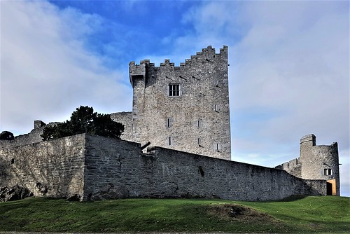Ireland, Killarney, Ross Castle – the castle keep