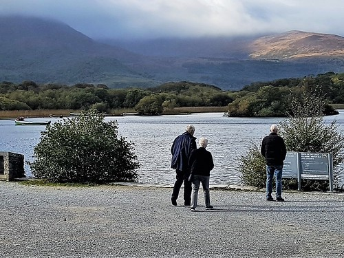 Ireland, Killarney, Ross Castle - Friends on the edge of Lough Leane