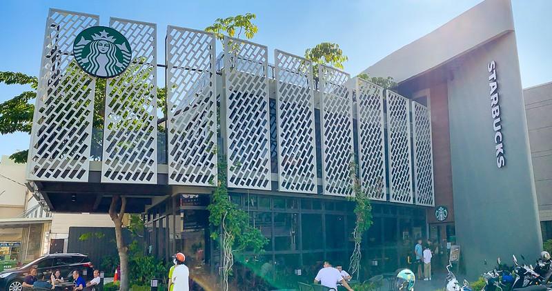【台南景點】星巴克 佳里門市 與樹共生的綠建築!