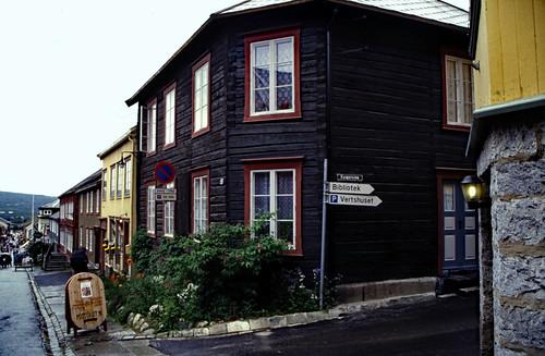 "Norwegen 1998 (727) Røros • <a style=""font-size:0.8em;"" href=""http://www.flickr.com/photos/69570948@N04/50429544798/"" target=""_blank"">View on Flickr</a>"