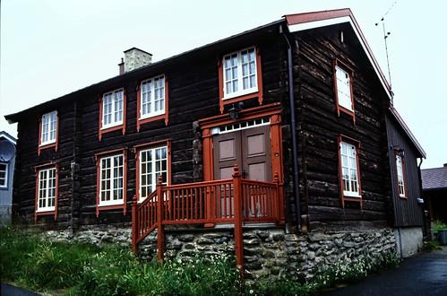 "Norwegen 1998 (730) Røros • <a style=""font-size:0.8em;"" href=""http://www.flickr.com/photos/69570948@N04/50443629548/"" target=""_blank"">View on Flickr</a>"