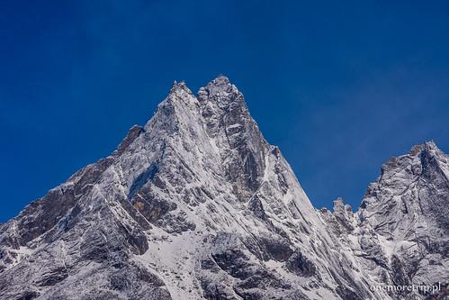 Khumbila 5761 m