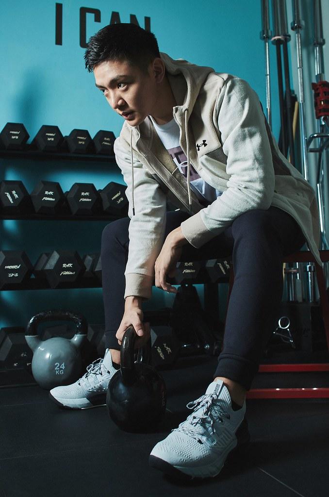 「UA Recover Fleece」系列服飾給予運動完的身體能量回饋、幫助肌肉組織快速修復。