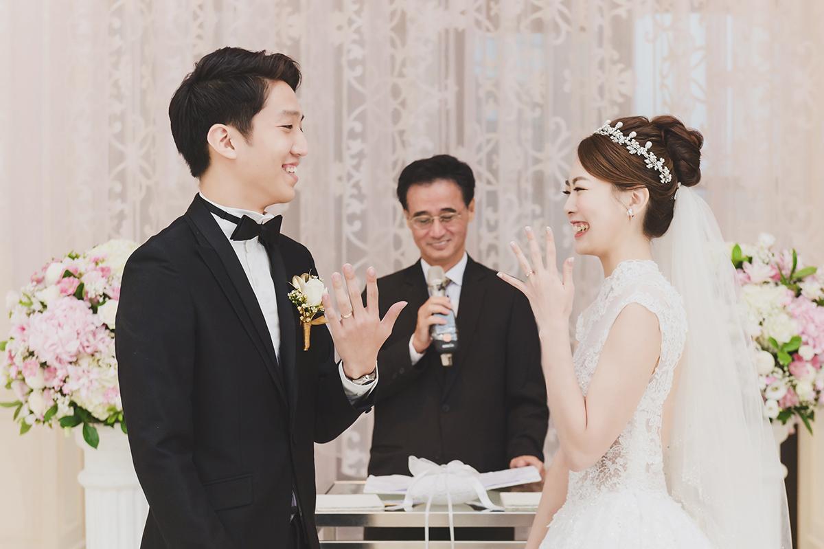 台北婚攝,美式婚禮,婚攝作品,婚禮攝影,婚禮紀錄,台北文華東方,證婚,拜別,迎娶,中式婚禮服飾,類婚紗,wedding photos