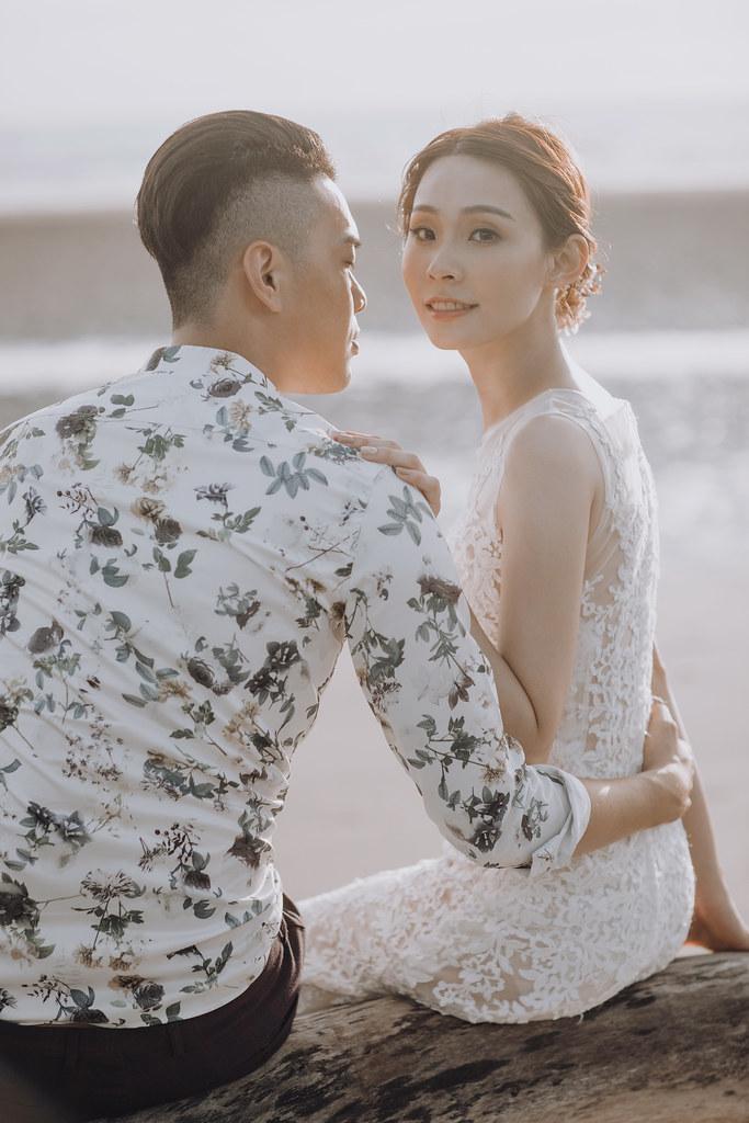 台南自助婚紗|唯美浪漫兼具個性街頭的彩色煙霧婚紗|Weiwan 手工婚紗-10