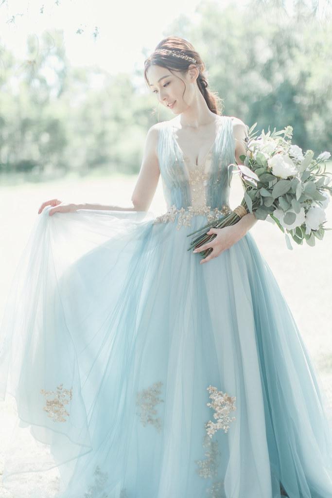 台南自助婚紗|唯美浪漫兼具個性街頭的彩色煙霧婚紗|Weiwan 手工婚紗-2