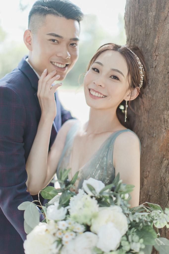 台南自助婚紗|唯美浪漫兼具個性街頭的彩色煙霧婚紗|Weiwan 手工婚紗-1