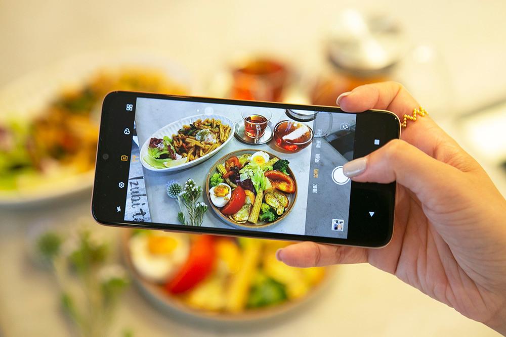 HTC新聞圖檔(HTC-Desire-20+-AI-Camera自動偵測食物模式)