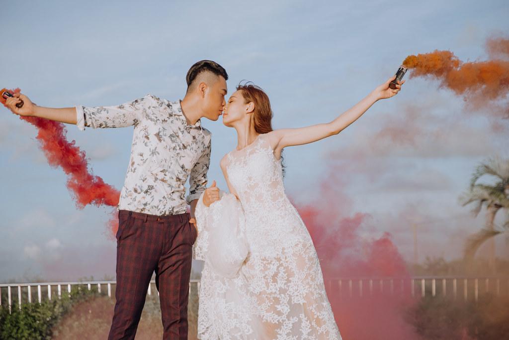 台南自助婚紗|唯美浪漫兼具個性街頭的彩色煙霧婚紗|Weiwan 手工婚紗-12
