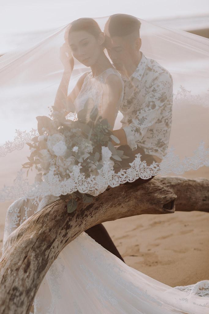 台南自助婚紗|唯美浪漫兼具個性街頭的彩色煙霧婚紗|Weiwan 手工婚紗-11
