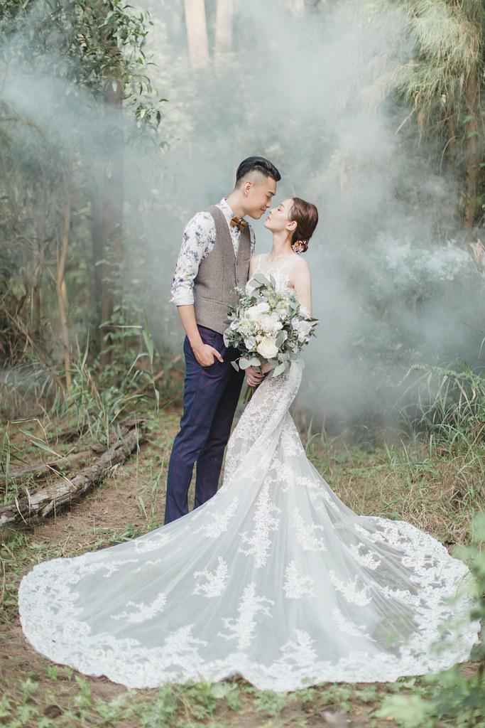 台南自助婚紗|唯美浪漫兼具個性街頭的彩色煙霧婚紗|Weiwan 手工婚紗-6