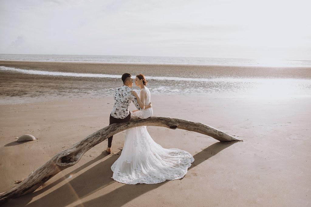 台南自助婚紗|唯美浪漫兼具個性街頭的彩色煙霧婚紗|Weiwan 手工婚紗-9