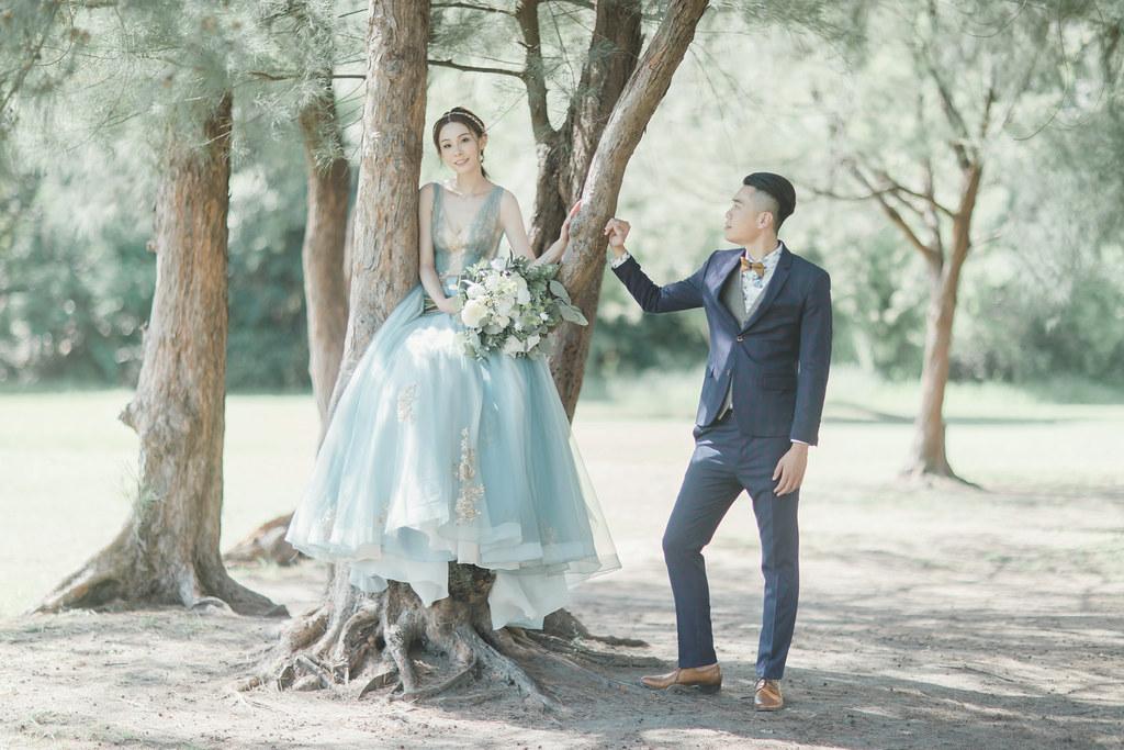 台南自助婚紗|唯美浪漫兼具個性街頭的彩色煙霧婚紗|Weiwan 手工婚紗-4