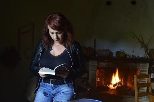 Anna Adler 📖 @ultimacustode 💐 #romanzo #libro #madretihoaspettatoalungo #autobiografico 🎵 #canzoni 👠 #no #violenza  #donne #intervista 🎥#elettritv💻📲 #musicaoriginale #underground #canalemus