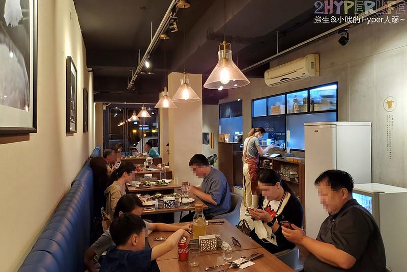 最新推播訊息:漢堡排你吃過,但用和牛做的沒吃過吧?主打黑毛和牛漢堡排的日式洋食餐廳,搭配使用日本米的土鍋坎飯,用餐時段座無虛席呀😋