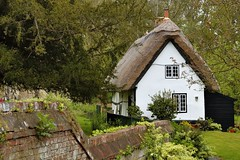 Photo of Thatched-roof cottage, Dorchester-on-Thames, Oxfordshire, England