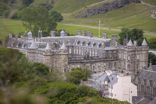 el palacio a lo lejos