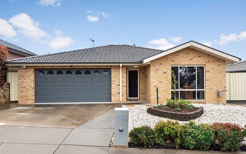 16 Thea Astley Crescent, Franklin ACT 2913