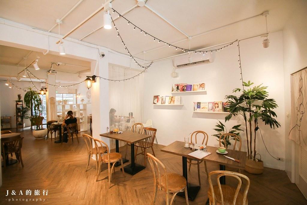 新開幕白色系台式麵飯、甜點咖啡館,食材單純自然,還有生酮料理可以選擇。W2 cafe & restaurant @J&A的旅行