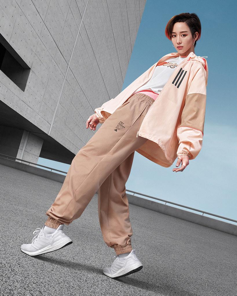 "2. adidas官方購物網雙11活動""POWER WEEK""將於11月2日起開跑,推出年度最深折扣優惠,立即擁有張鈞甯同款的Outer Jacket系列風衣外套"